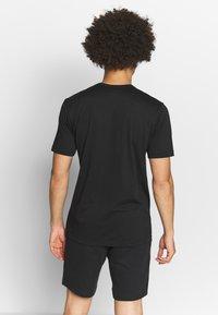 Champion - QUIK DRY  - Print T-shirt - black - 2