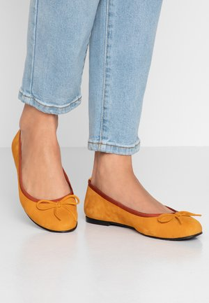 WIDE FIT CARLA - Ballet pumps - egg