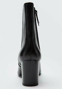 Massimo Dutti - Classic ankle boots - black - 2