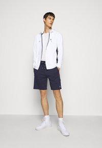 Polo Ralph Lauren - Pantalon de survêtement - cruise navy/multi - 1