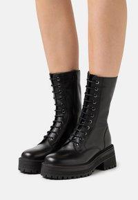 Topshop - AMY CHUNKY MID LACE UP - Šněrovací vysoké boty - black - 0