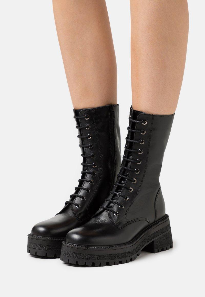 Topshop - AMY CHUNKY MID LACE UP - Šněrovací vysoké boty - black