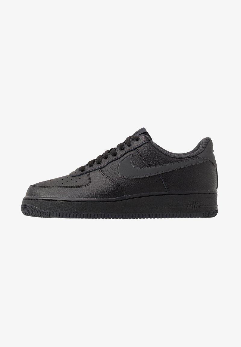 Nike Sportswear - AIR FORCE 1 07 3 - Matalavartiset tennarit - black/anthracite