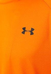 Under Armour - HEATGEAR TECH  - Camiseta estampada - vibe orange - 2