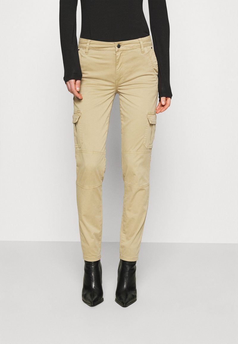 Guess - SEXY CARGO PANT - Cargo trousers - toasted taupe