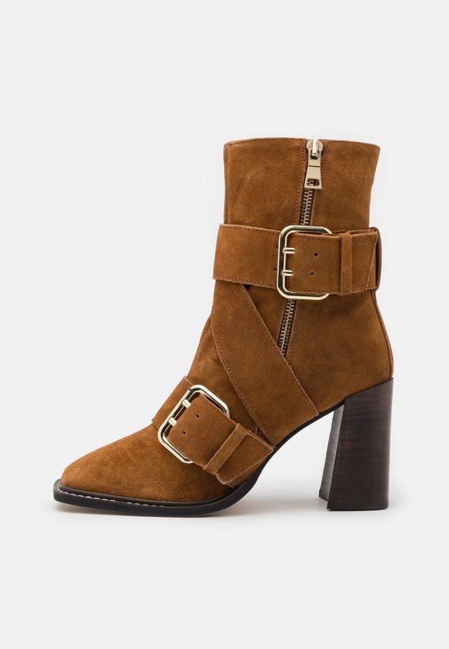 Kotníkové boty - rust