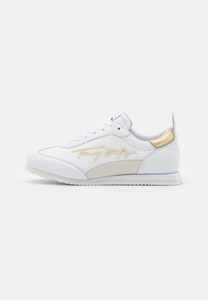 SIGNATURE RETRO RUNNER - Sneakersy niskie - white
