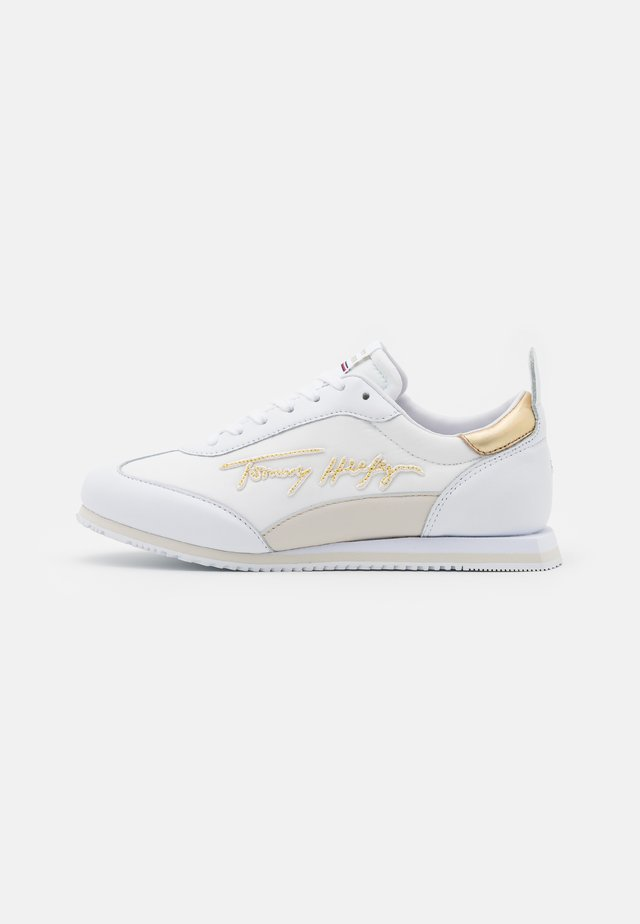 SIGNATURE RETRO RUNNER - Matalavartiset tennarit - white