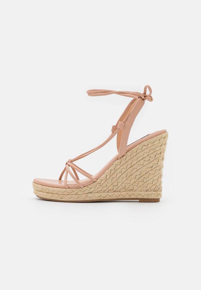 ONLAMELIA WRAP KNOT - Sandály na platformě - light pink
