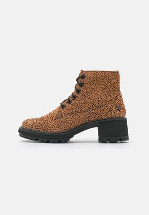KORI PARK 6 INCH BOOT - Kotníkové boty - cheetah