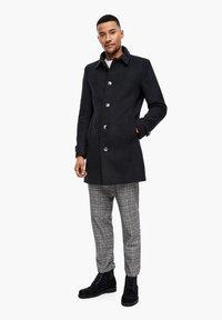 s.Oliver BLACK LABEL - MET GEWEVEN STRUCTUUR - Classic coat - dark blue dobby - 1