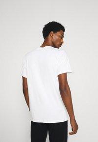 Calvin Klein Underwear - CLASSICS CREW NECK 3 PACK - Undershirt - white - 2