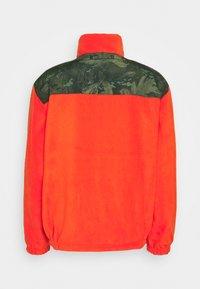 Carhartt WIP - DENBY REVERSIBLE JACKET - Summer jacket - camo combi/safety orange - 3