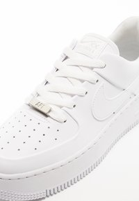 Nike Sportswear - AIR FORCE 1 SAGE - Matalavartiset tennarit - white - 2