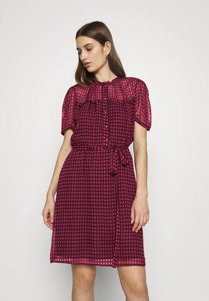 Košilové šaty - fuxia star