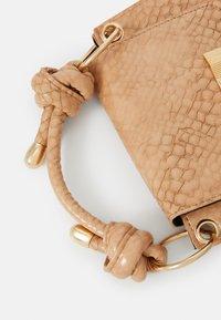 Pieces - PC MISSY - Handbag - nude - 3