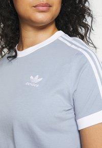 adidas Originals - 3 STRIPES TEE - T-shirt print - ambient sky - 5
