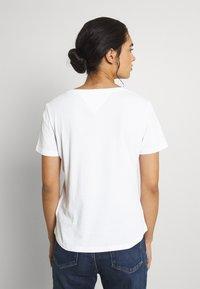 Tommy Jeans - SLIM SOFT V NECK TEE 2 PACK - Basic T-shirt - black/white - 2