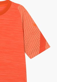 Nike Performance - Print T-shirt - melon tint/total orange - 2