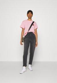 Tommy Jeans - HORIZONTAL STRIPE TEE - T-shirt imprimé - romantic pink - 1