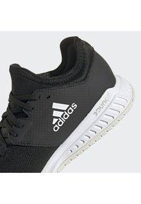 adidas Performance - COURT TEAM BOUNCE INDOOR SHOES - Handbalschoenen - core black/ftwr white/silver met. - 6