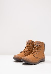 Palladium - PAMPA SPORT WATERPROOF SHEARLING - Snowboots  - mahogany/chocolate - 2