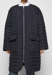 Henrik Vibskov - THINK ABOUT LONG COAT - Klasický kabát - navy blue - 4
