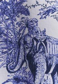 Emily van den Bergh - Robe d'été - white/blue - 2
