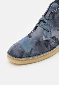 Clarks Originals - DESERT COAL - Casual lace-ups - blue - 5