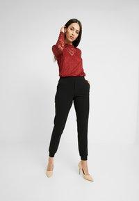 ONLY Tall - ONLADELE ROCKY PANTS - Kalhoty - black - 0