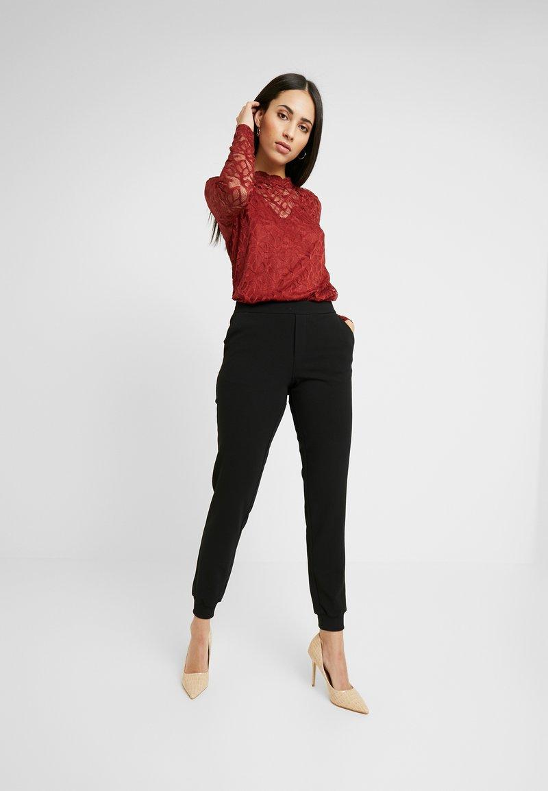 ONLY Tall - ONLADELE ROCKY PANTS - Kalhoty - black