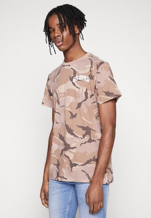 GSRAW CAMO - T-shirt med print - soft taupe/chocolate berry