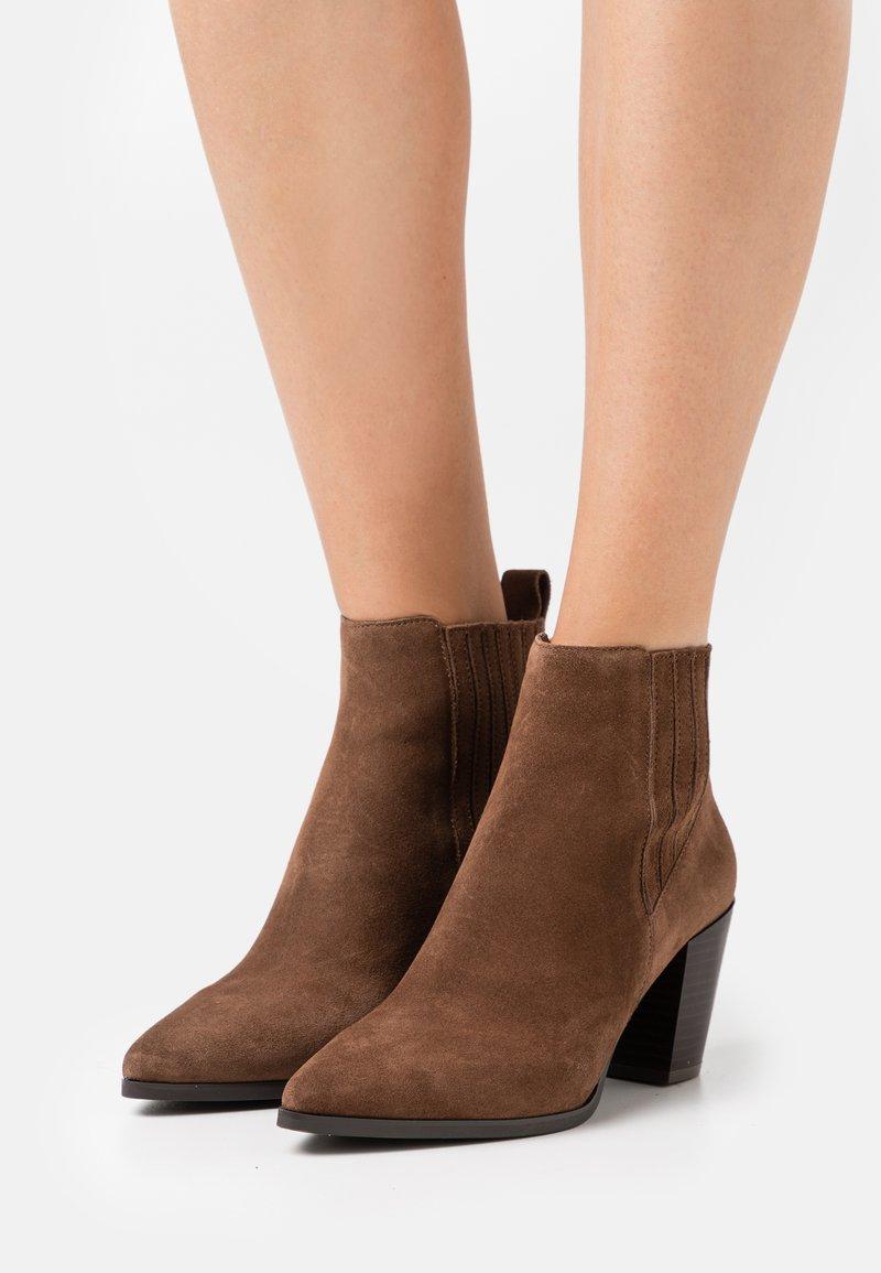 PARFOIS - Kotníková obuv - brown