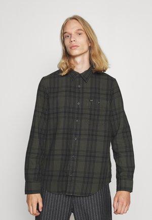 LEESURE SHIRT - Skjorta - serpico green
