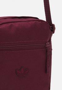 adidas Originals - FESTIVAL UNISEX - Across body bag - victory crimson/white - 3