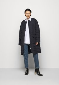 Henrik Vibskov - THINK ABOUT LONG COAT - Klasický kabát - navy blue - 1
