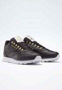 Reebok Classic - CLASSIC LEATHER SHOES - Trainers - red - 2