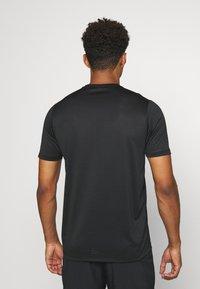 Craft - CORE ESSENCE TEE  - T-shirt z nadrukiem - black - 2