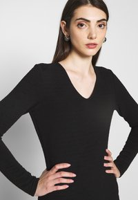 ONLY - ONLCYBIL SHORT DRESS  - Shift dress - black - 4