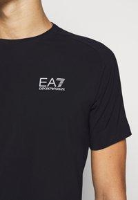 EA7 Emporio Armani - TUTA SPORTIVA SET - Shorts - black - 10