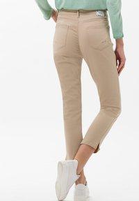 BRAX - STYLE MARY  - Pantalon classique - sand - 2