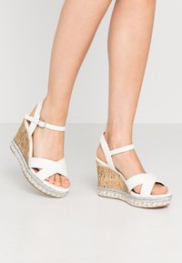 New Look Wide Fit - WIDE FIT PANCY RAND WEDGE - Sandalias de tacón - white - 0