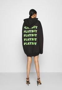Missguided - PLAYBOY OVERSIZED LOGO HOODY DRESS - Korte jurk - black - 2