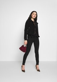Vero Moda - VMROYCESALON SHORT JACKET - Leather jacket - black - 1