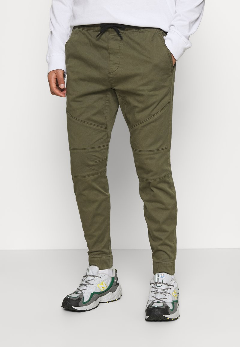 Hollister Co. - JOGGER CORE - Trousers - olive