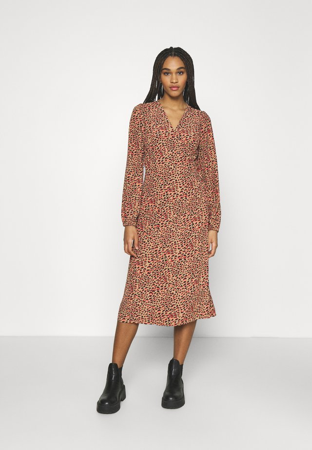 NMNIKA CALF DRESS - Korte jurk - hot chocolate