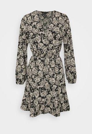 FALICIA FLORAL WRAP MINI - Robe chemise - black
