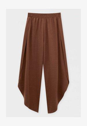 FLIESSENDE MIT SCHLITZEN - Trousers - mottled light brown