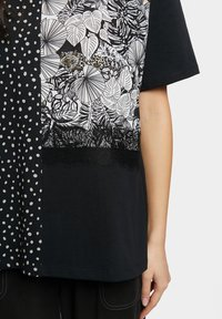 Desigual - Print T-shirt - black - 3