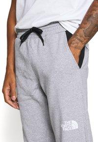 The North Face - STANDARD PANT - Pantalon de survêtement - light grey heather - 4